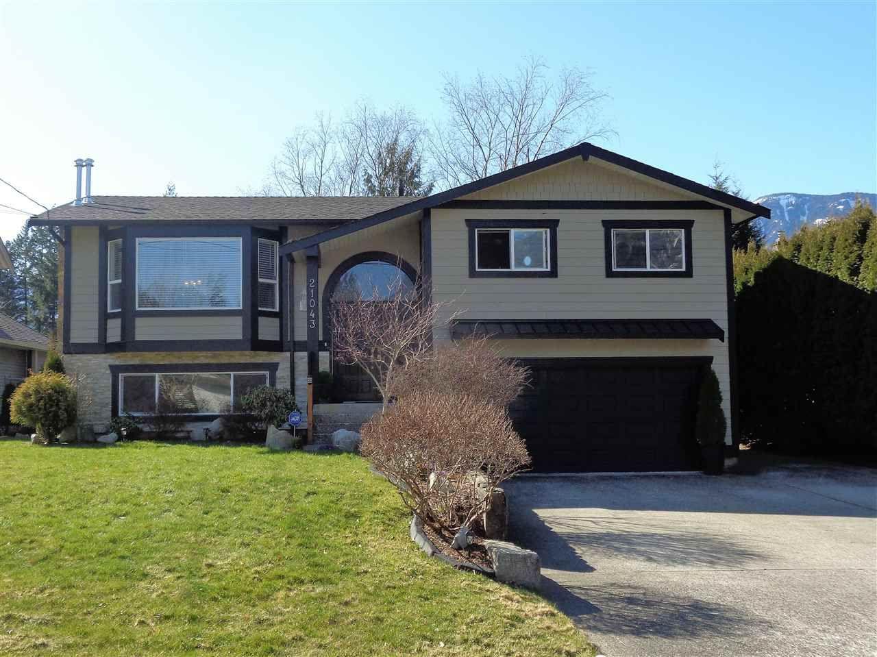Main Photo: 21043 GREENWOOD Drive in Hope: Hope Kawkawa Lake House for sale : MLS®# R2446407
