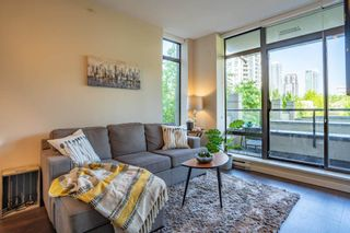 """Photo 8: 305 2345 MADISON Avenue in Burnaby: Brentwood Park Condo for sale in """"OMA"""" (Burnaby North)  : MLS®# R2387123"""