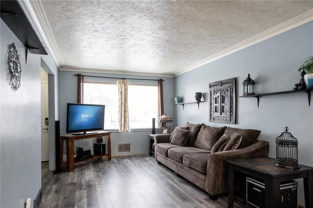 Photo 2: Photos: 984 Cathedral Avenue in Winnipeg: Sinclair Park Residential for sale (4C)  : MLS®# 202029493