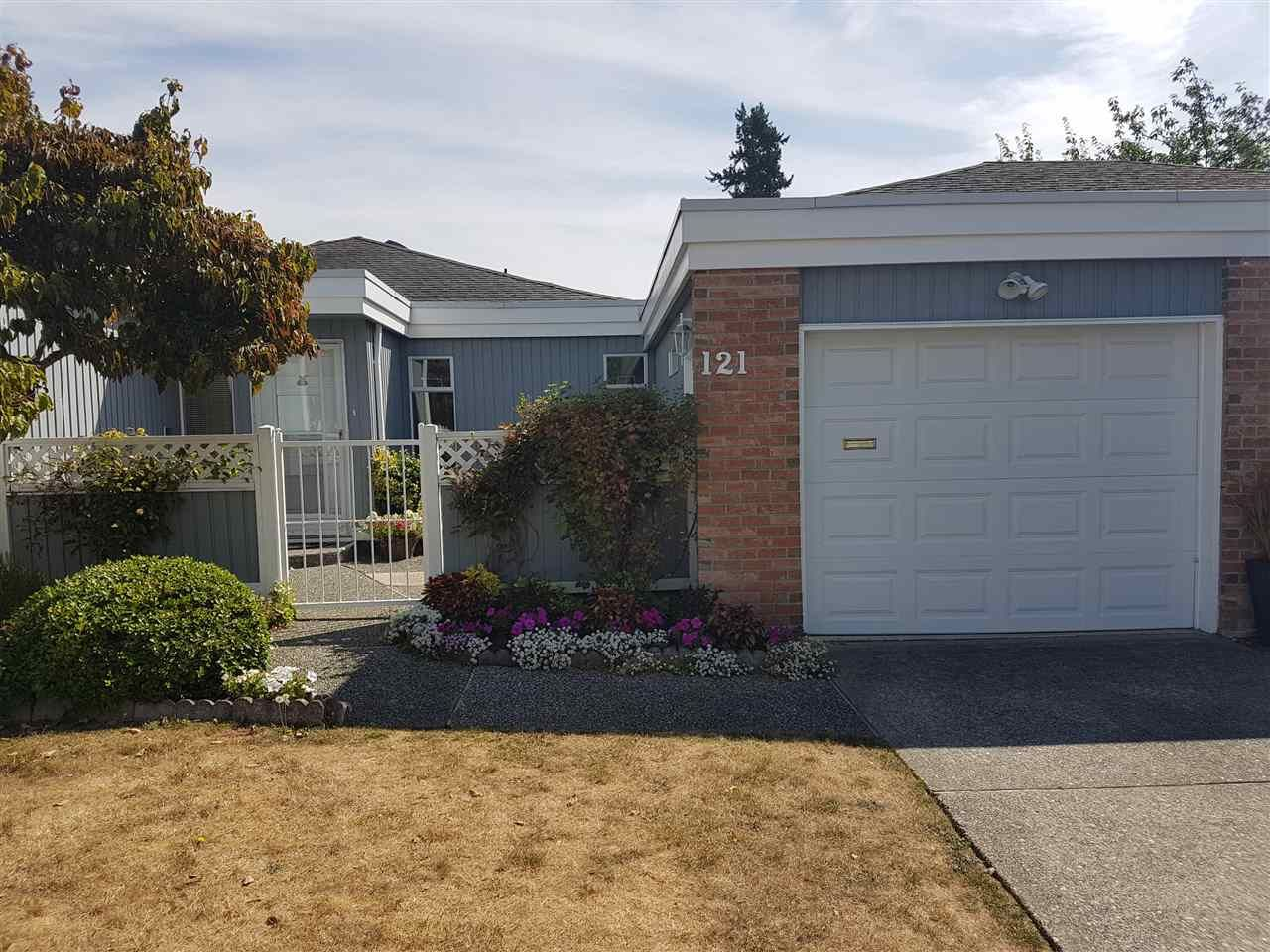 """Main Photo: 121 14271 18A Avenue in Surrey: Sunnyside Park Surrey Townhouse for sale in """"OCEAN BLUFF COURT"""" (South Surrey White Rock)  : MLS®# R2197469"""