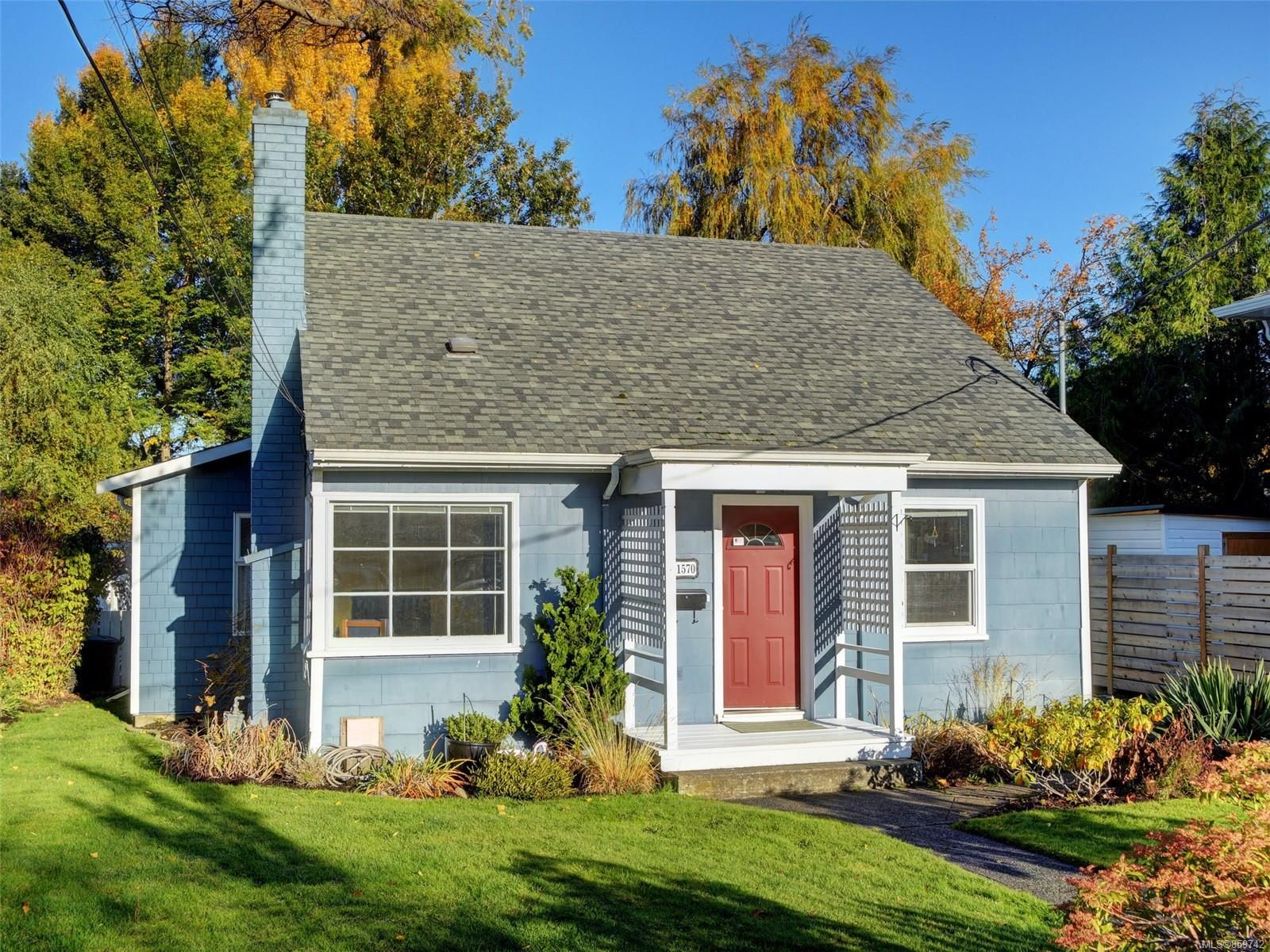 Main Photo: 1570 Clawthorpe Ave in : Vi Oaklands House for sale (Victoria)  : MLS®# 859742