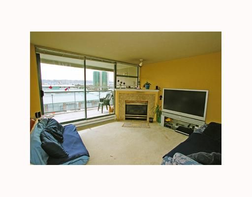Photo 5: Photos: 202 98 10TH Street in New Westminster: Downtown NW Condo for sale : MLS®# V642550