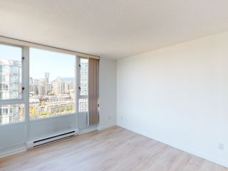"""Photo 14: 2607 1033 MARINASIDE Crescent in Vancouver: Yaletown Condo for sale in """"QUAY WEST"""" (Vancouver West)  : MLS®# R2570012"""
