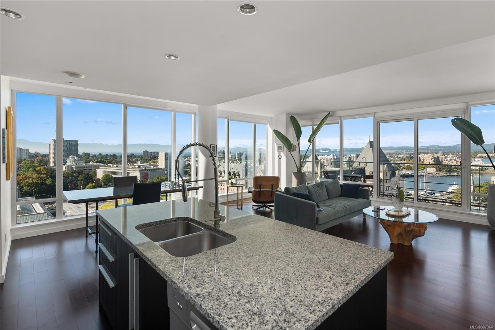Main Photo: 1606 707 Courtney St in Victoria: Vi Downtown Condo for sale : MLS®# 887364