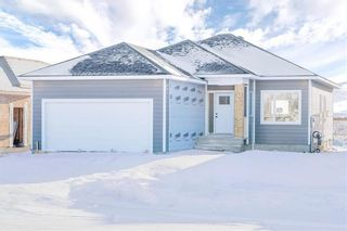 Photo 1: 29 Aberdeen Drive in Niverville: The Highlands Residential for sale (R07)  : MLS®# 202100852