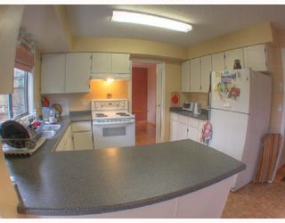 """Photo 3: 560 OCEANVIEW Drive in Gibsons: Gibsons & Area House for sale in """"WOODCREEK PARK"""" (Sunshine Coast)  : MLS®# V672375"""