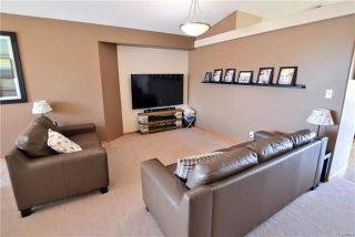Photo 4: 3 Montvale Crescent in Winnipeg: Royalwood Residential for sale (2J)  : MLS®# 1815274