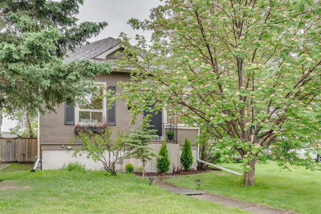 Main Photo: 39 34 Avenue SW in Calgary: Parkhill Detached for sale : MLS®# A1118584