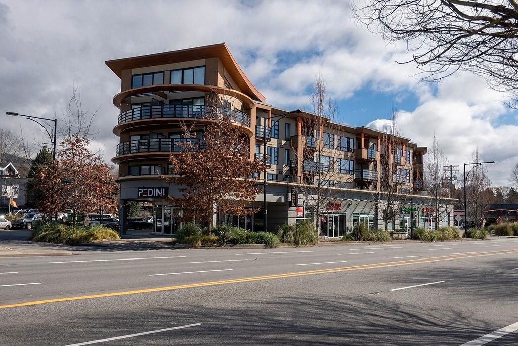 """Main Photo: 405 857 W 15TH Street in North Vancouver: Mosquito Creek Condo for sale in """"The Vue"""" : MLS®# R2611029"""