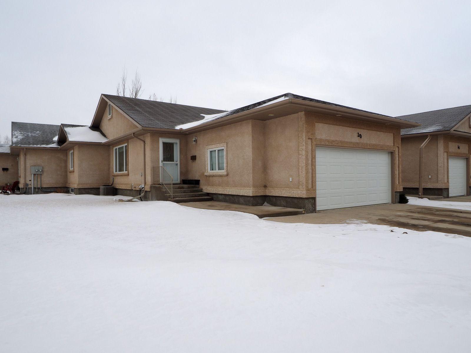 Main Photo: 10 Jack Cavers Place in Portage la Prairie: House for sale : MLS®# 202102033