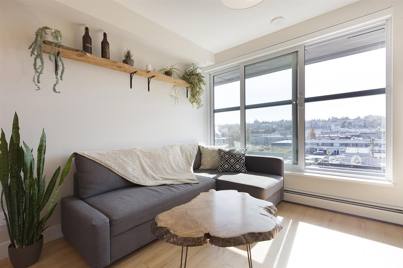 """Photo 5: Photos: 713 159 W 2ND Avenue in Vancouver: False Creek Condo for sale in """"TOWER GREEN"""" (Vancouver West)  : MLS®# R2326361"""