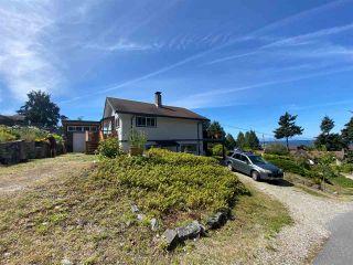 "Photo 3: 4750 WHITAKER Road in Sechelt: Sechelt District House for sale in ""DAVIS BAY"" (Sunshine Coast)  : MLS®# R2476766"