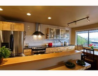 "Photo 2: 407 345 W 10TH Avenue in Vancouver: Mount Pleasant VW Condo for sale in ""VILLA MARQUIS"" (Vancouver West)  : MLS®# V697809"