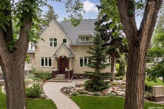 Photo 3: 902 University Drive in Saskatoon: Nutana Residential for sale : MLS®# SK873901