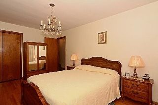 Photo 2: 113 Hickorynut Drive in Toronto: Pleasant View House (Bungalow-Raised) for sale (Toronto C15)  : MLS®# C3037730