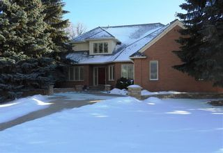 Photo 1: 27 Kerslake Place in Winnipeg: Tuxedo Residential for sale (1E)  : MLS®# 202000359