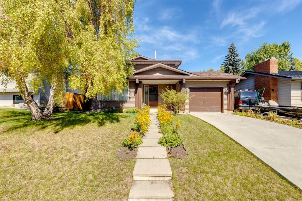 Main Photo: 200 Brookgreen Drive SW in Calgary: Braeside Detached for sale : MLS®# A1143058