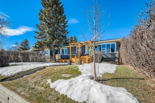 Photo 2: 3431 32 Street SW in Calgary: Rutland Park Detached for sale : MLS®# A1081195