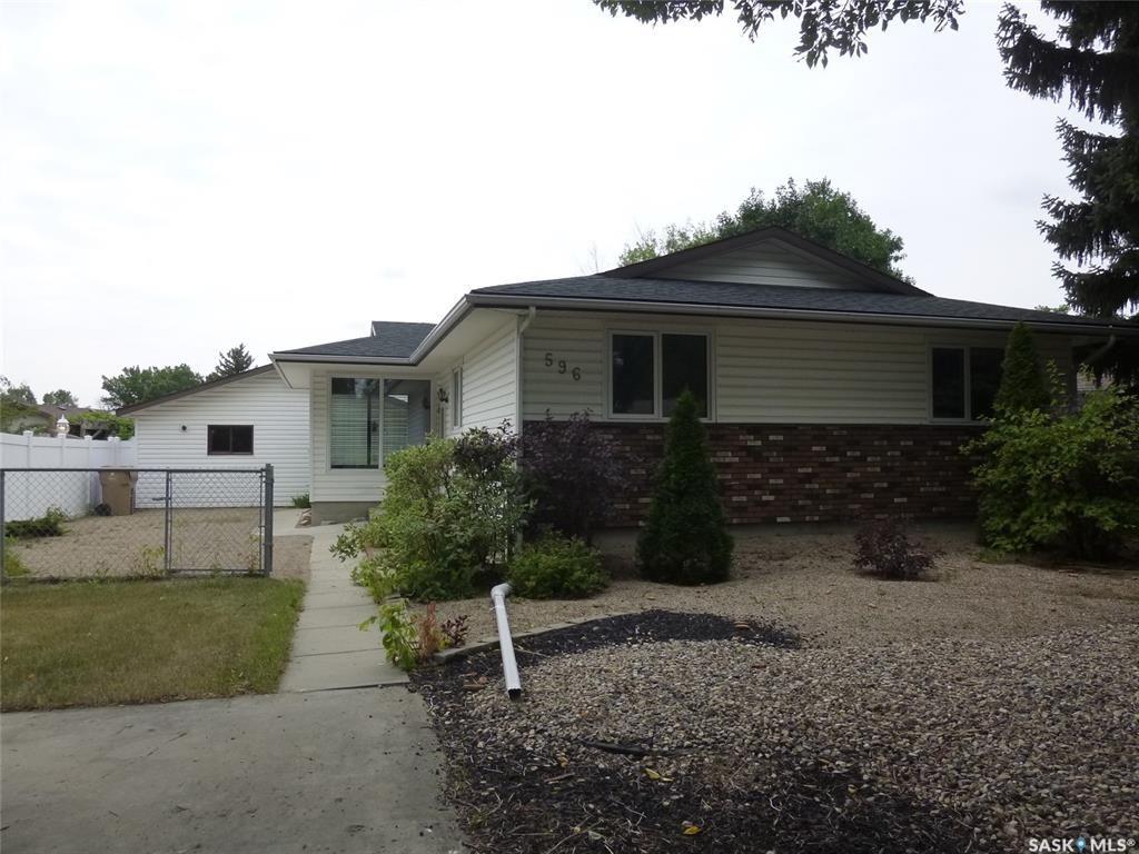 Main Photo: 596 Dalgliesh Drive in Regina: Walsh Acres Residential for sale : MLS®# SK867340