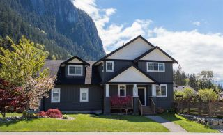 """Photo 1: 1007 BALSAM Place in Squamish: Valleycliffe House for sale in """"RAVENS PLATEAU"""" : MLS®# R2232949"""