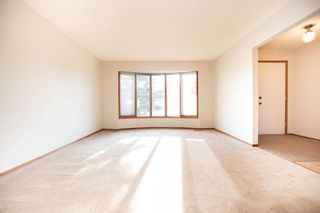 Photo 3: 135 Mayfield Crescent in Winnipeg: Charleswood Residential for sale (1G)  : MLS®# 202011350