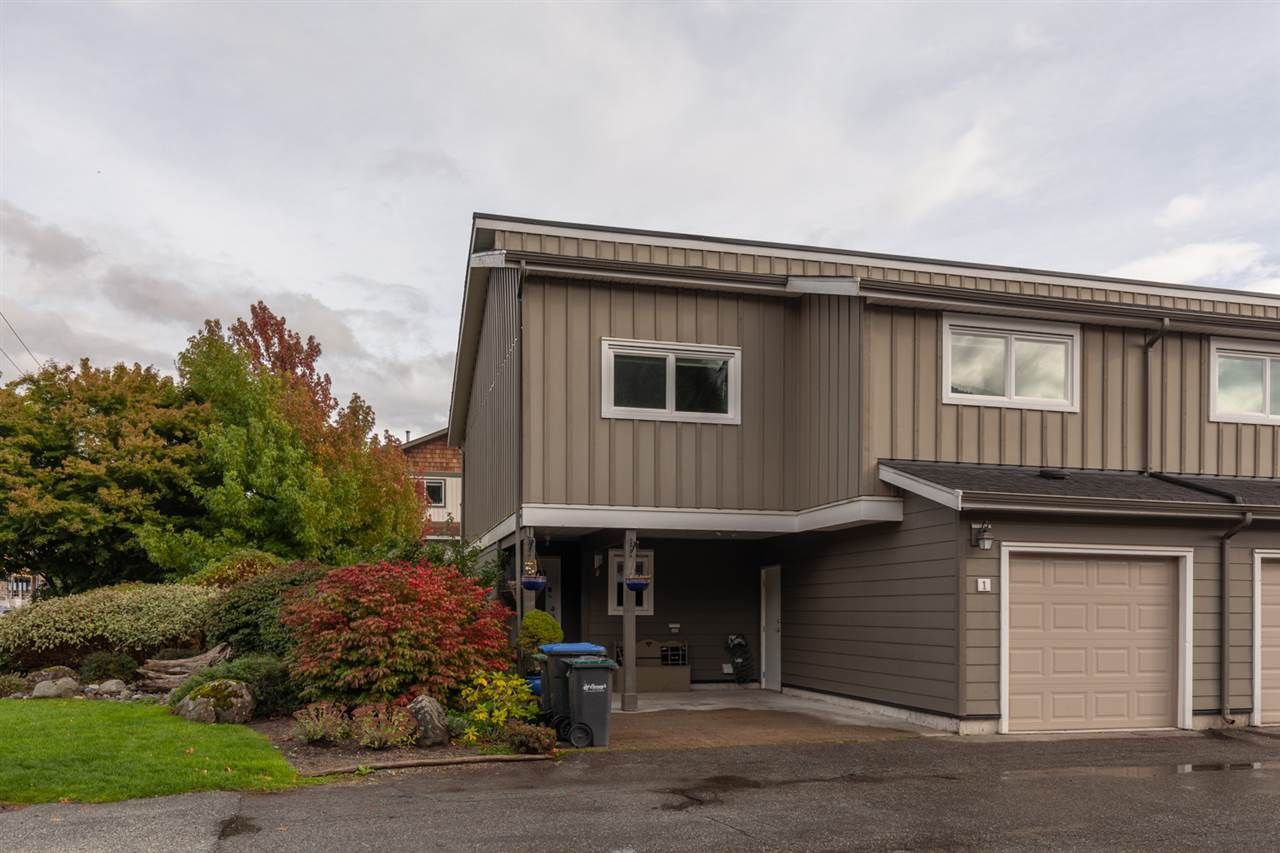 """Main Photo: 1 39752 GOVERNMENT Road in Squamish: Northyards Townhouse for sale in """"Mountain View Manor"""" : MLS®# R2509017"""