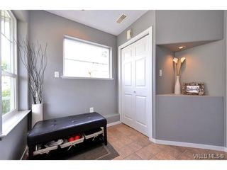 Photo 2: 693 Sunshine Terr in VICTORIA: La Thetis Heights House for sale (Langford)  : MLS®# 735225