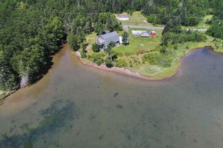 Photo 4: 696 Point Aconi Road in Point Aconi: 207-C. B. County Residential for sale (Cape Breton)  : MLS®# 202120612