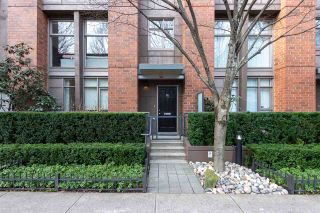 """Photo 1: 1009 HOMER Street in Vancouver: Yaletown Townhouse for sale in """"The Bentley"""" (Vancouver West)  : MLS®# R2542443"""