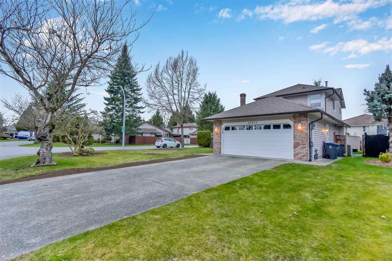 "Main Photo: 15561 94 Avenue in Surrey: Fleetwood Tynehead House for sale in ""BERKSHIRE PARK"" : MLS®# R2546208"