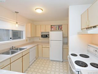 Photo 9: 4352 Parkwood Terr in VICTORIA: SE Broadmead Half Duplex for sale (Saanich East)  : MLS®# 780519