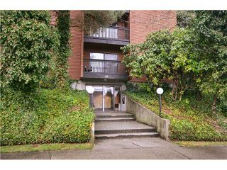 """Photo 1: 104 37 AGNES Street in New Westminster: Downtown NW Condo for sale in """"AGNES COURT"""" : MLS®# V927022"""