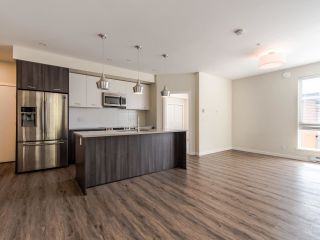 Photo 5: 104 20087 68 Avenue in Langley: Langley City Condo for sale : MLS®# R2479956