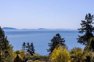 """Photo 36: 13778 MARINE Drive: White Rock House for sale in """"WHITE ROCK"""" (South Surrey White Rock)  : MLS®# R2568482"""