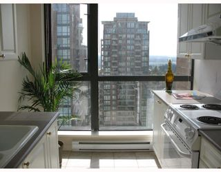 """Photo 9: 1805 6837 STATION HILL Drive in Burnaby: South Slope Condo for sale in """"THE CLARIDGES AT CITY IN THE PARK"""" (Burnaby South)  : MLS®# V703914"""
