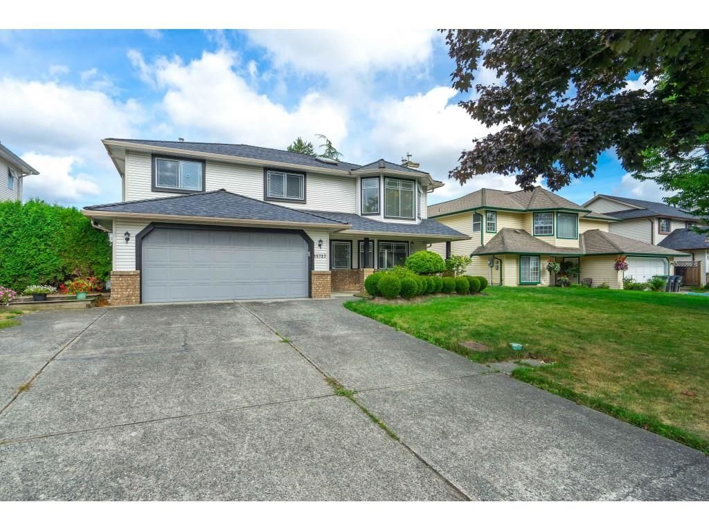 Main Photo: 15727 81A Avenue in Surrey: Fleetwood Tynehead House for sale : MLS®# R2616822