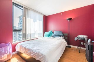 """Photo 6: 2308 928 HOMER Street in Vancouver: Yaletown Condo for sale in """"YALETOWN PARK"""" (Vancouver West)  : MLS®# R2181999"""