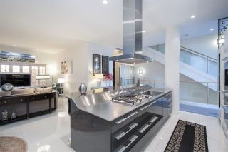 """Photo 12: 102 277 THURLOW Street in Vancouver: Coal Harbour Townhouse for sale in """"Three Harbour Green"""" (Vancouver West)  : MLS®# R2586618"""