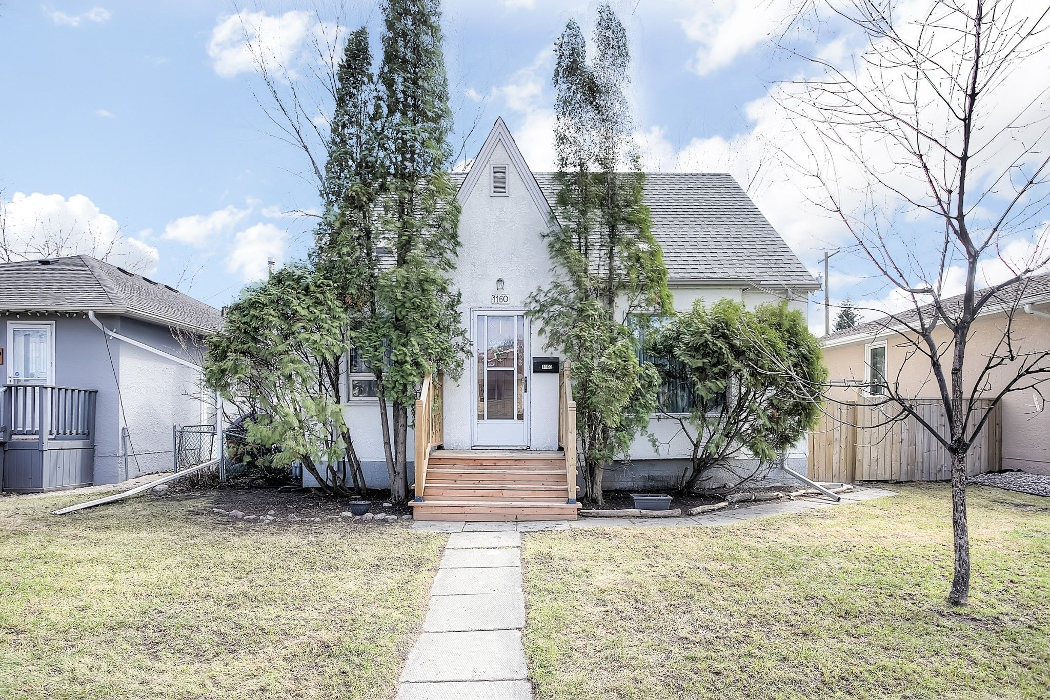 Main Photo: 1160 Warsaw Avenue in Winnipeg: Crescentwood Single Family Detached for sale (1Bw)  : MLS®# 202009235