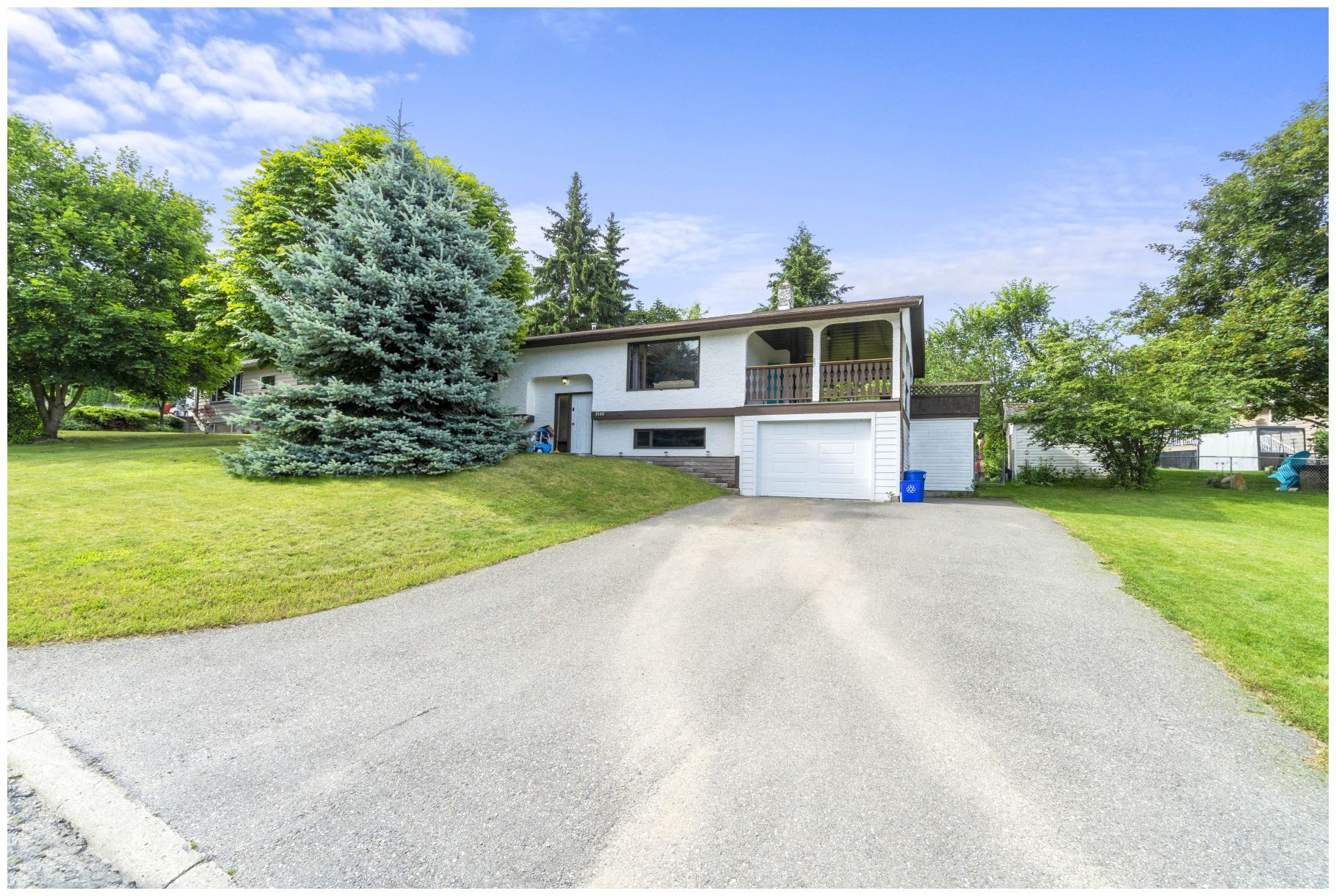 Main Photo: 2140 Northeast 23 Avenue in Salmon Arm: Upper Applewood House for sale : MLS®# 10210719