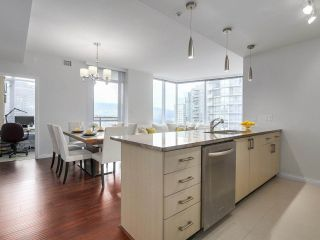 """Photo 1: 1705 1211 MELVILLE Street in Vancouver: Coal Harbour Condo for sale in """"THE RITZ"""" (Vancouver West)  : MLS®# R2173539"""