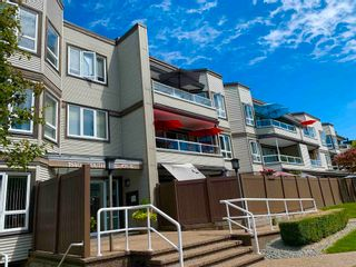 """Photo 1: 312 1840 E SOUTHMERE Crescent in Surrey: Sunnyside Park Surrey Condo for sale in """"Southmere Mews West"""" (South Surrey White Rock)  : MLS®# R2602062"""
