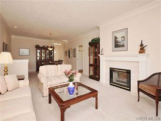 Photo 3: 18 4300 Stoneywood Lane in VICTORIA: SE Broadmead Row/Townhouse for sale (Saanich East)  : MLS®# 610675