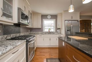 Photo 7: 127 Wedgewood Drive SW in Calgary: Wildwood Detached for sale : MLS®# A1056789