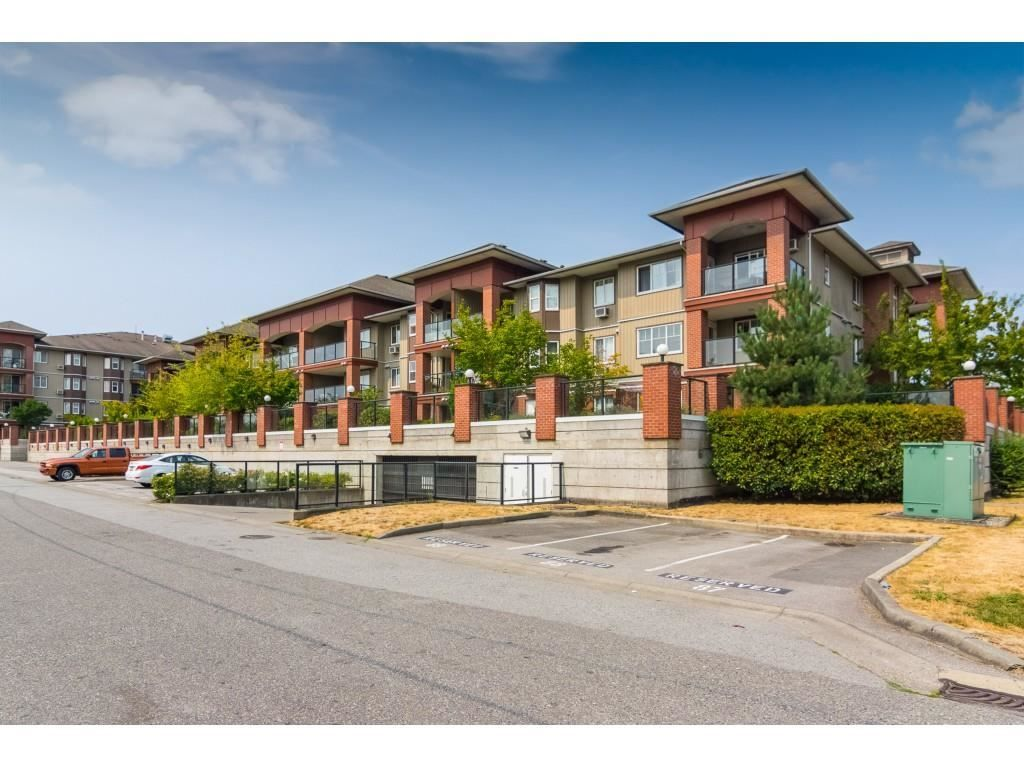 """Photo 2: Photos: 206 19774 56 Avenue in Langley: Langley City Condo for sale in """"Madison Station"""" : MLS®# R2582566"""