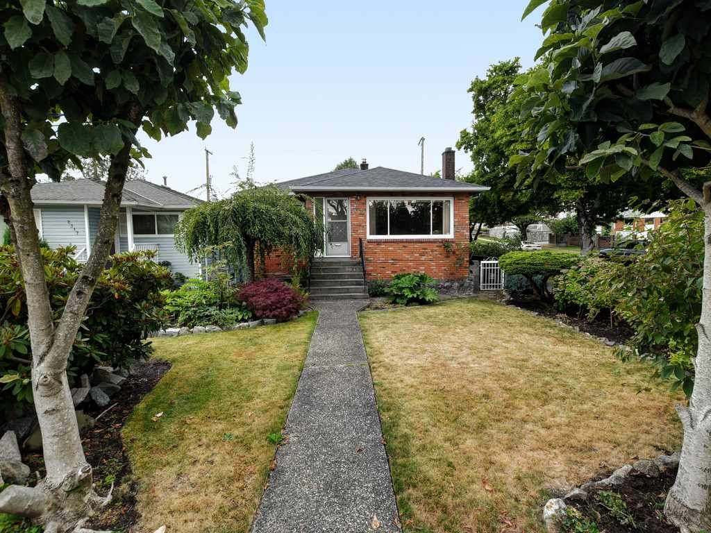 Main Photo: 2309 RUPERT Street in Vancouver: Renfrew VE House for sale (Vancouver East)  : MLS®# R2398091