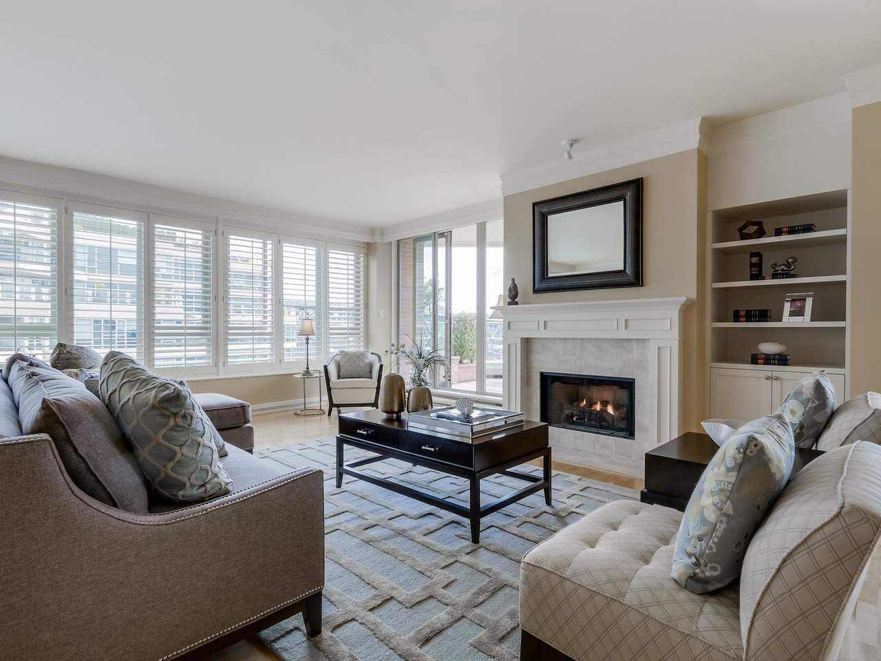 """Photo 3: Photos: 800 1675 HORNBY Street in Vancouver: Yaletown Condo for sale in """"SEAWALK SOUTH"""" (Vancouver West)  : MLS®# R2083569"""