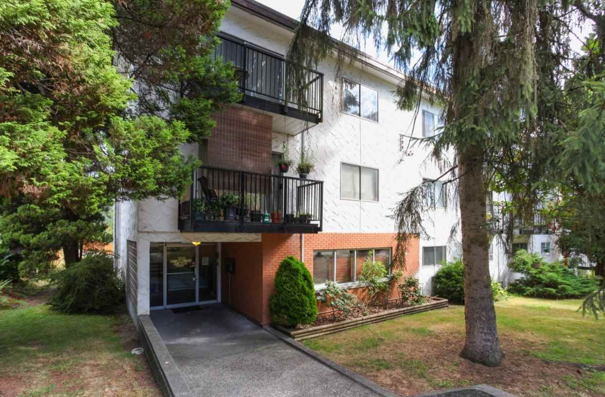 """Main Photo: 63 2002 ST JOHNS Street in Port Moody: Port Moody Centre Condo for sale in """"PORT VILLAGE"""" : MLS®# R2197054"""