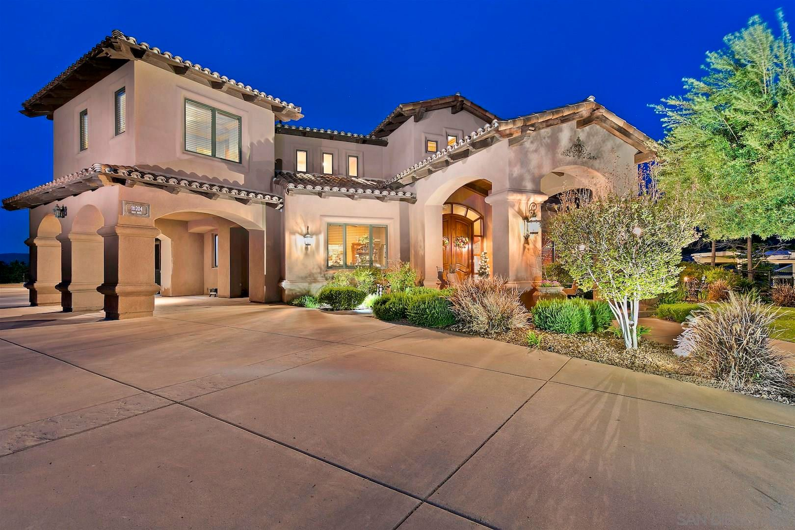 Main Photo: RAMONA House for sale : 5 bedrooms : 16204 Daza Dr