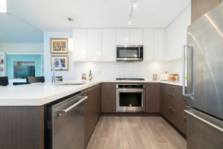 Photo 3: 404 28 E ROYAL AVENUE in New Westminster: Fraserview NW Condo for sale : MLS®# R2521524